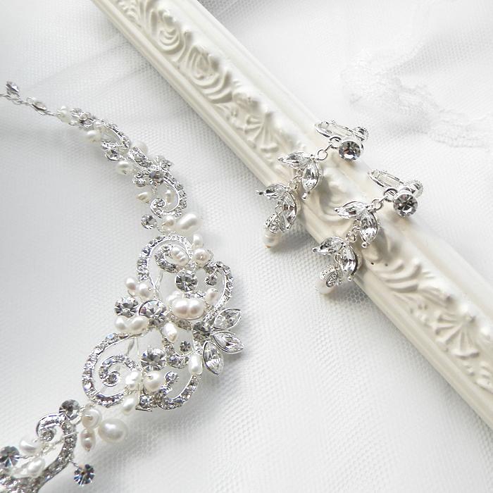 デコルテにリッチな輝き淡水パールを散りばめて ネックレス ウェディング 結婚式 イヤリング ゴージャスなティアラ 華やかティアラ ティアラ ヘッドドレス ウエディング小物 ブライダル小物 ブライダルIED2H9