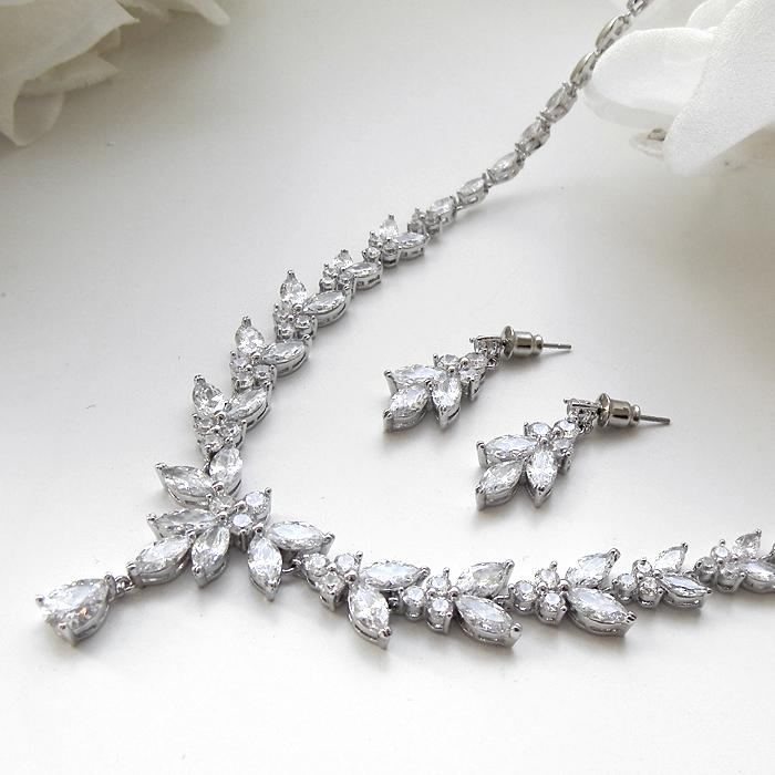 結婚式アクセサリー ウエディングドレス ネックレス ウエディングネックレス ブライダルネックレス ラインストーンネックレス パーティーネックレス 結婚式ドレス ジルコン 二次会 ブライダル