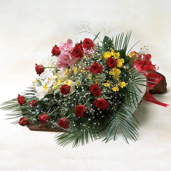 お祝いの花束 赤バラとランの豪華な花束 クリスマス お歳暮 お正月 ホワイトデー 卒業 お祝い