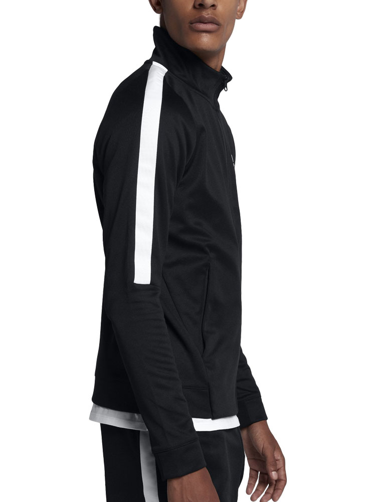 abe8a3e0690c The men s Nike sportswear N98 jacket is inspire done street-style in the  pitch. Collar of the cutting well-thought using a soft double knit  material