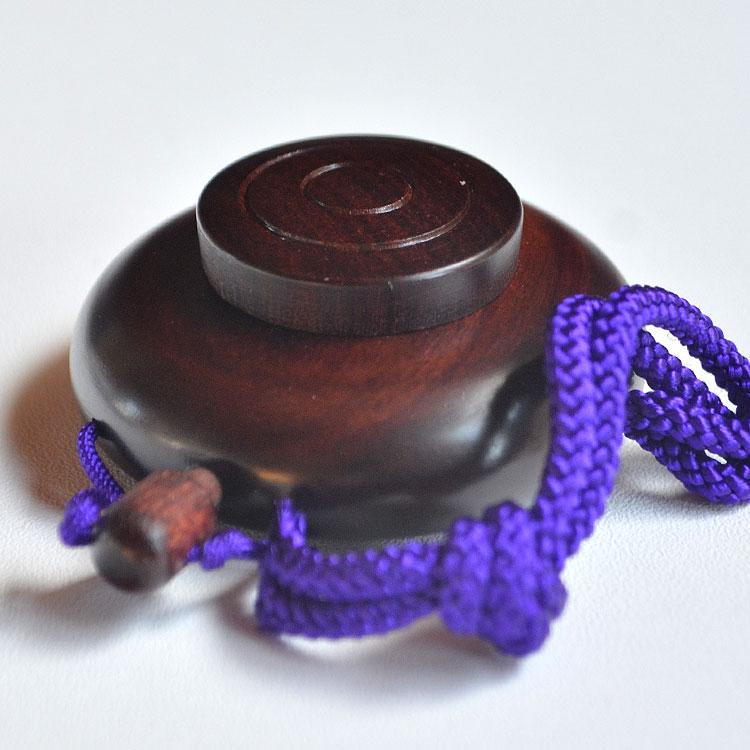 木のぬくもりを感じる紫檀の塗香入れ ストアー 塗香入れ 携帯 塗香容器 紫檀 1.5寸 小サイズ 天然木 塗香 アロマセラピー 直営限定アウトレット 写経 和風香水 邪気祓い 塗り香 浄化 癒し ボディパウダー