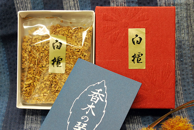India from sandalwood and uses only the finest products ♦ 20 g with  incense, sandalwood