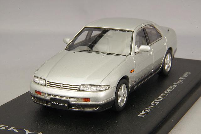 CAM@ 1/43 日産 スカイライン GTS 25t (R33) 4ドアセダン 1993 スパークシルバーII