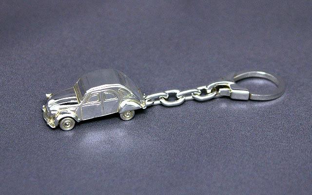 SilverCar(シルバーカー)キーホルダー・シトロエン2CV 銀細工 ミニチュアカー スターリングシルバー 1/100スケール 】 送料無料 キャッシュレス5%ポイント還元
