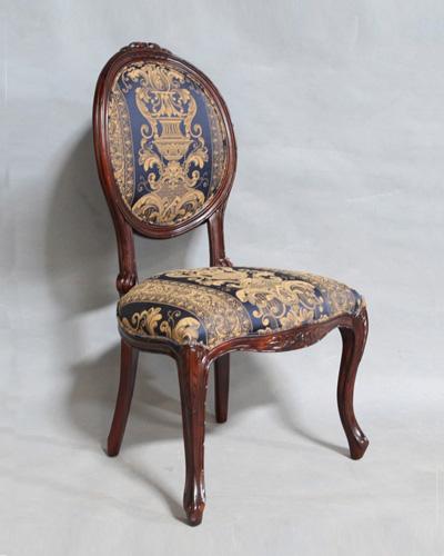 猫脚に彫りが素敵な布張りダイニングチェア(マホガニー) 椅子 クラシック 輸入家具 エレガント お洒落 アンティーク調 インテリア 飾り ヨーロピアン 海外