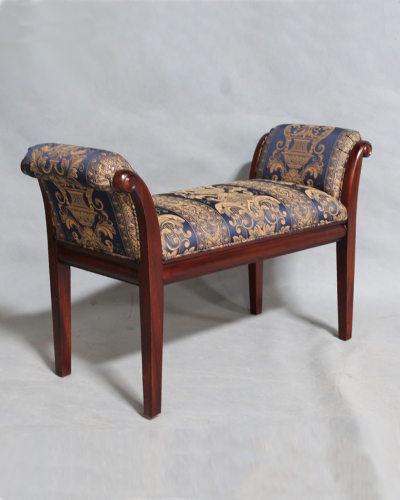 マホガニー材のクラシカルな肘付きスツール(布張り) ベンチ アーム 英国スタイル アンティーク調 お洒落 玄関 椅子 重厚 インテリア 輸入 エレガント