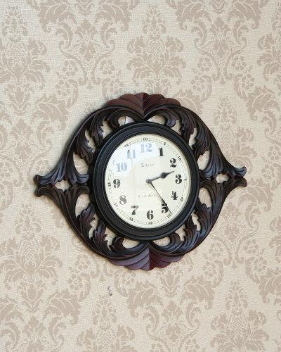 彫刻が印象的な壁掛けカービング ウッドクロック アジアンテイスト 時計 壁掛け クラシカル インテリア アンティーク調 リビング デザイン お洒落