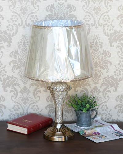 アンティークゴールドの輝きが高級感漂うテーブルランプ1灯 卓上ランプ 照明 シェード 輸入 ガラス 綺麗 お洒落 インテリア エレガント 豪華 デザイン