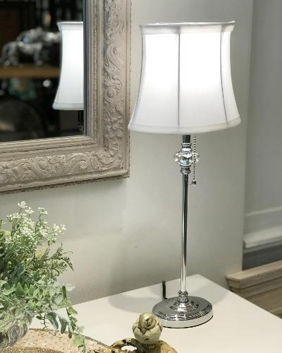 楕円形のシェードが珍しいおしゃれなテーブルランプ(1灯) 照明 スタンドライト モダン 輸入 エレガント インテリア デザイン ホテル 店舗 お洒落 ヨーロピアン