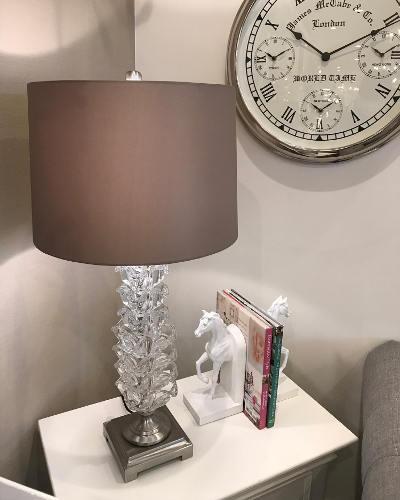 ガラスでできた装飾が素敵なテーブルランプ(1灯) 照明 スタンドライト モダン 輸入 エレガント インテリア デザイン ホテル 店舗 お洒落 ヨーロピアン