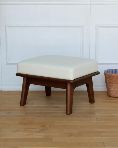 シンプルな座面が大きくて座り心地の良いスツール