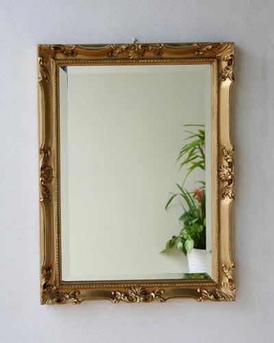 クラシック家具に似合うゴールド色のイタリア製、壁掛けミラー エレガント ロココ 鏡 ウォール インテリア 豪華 海外 輸入 ヨーロッパ 額 リビング