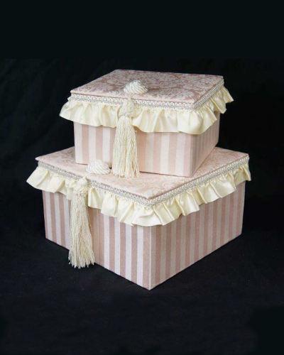 女性らしい可愛いフリルをあしらった2個セットのボックス(ピンク・Haruno) 小物入れ 布張り お洒落 エレガント ジェニファーテイラー デザイナー ブランド
