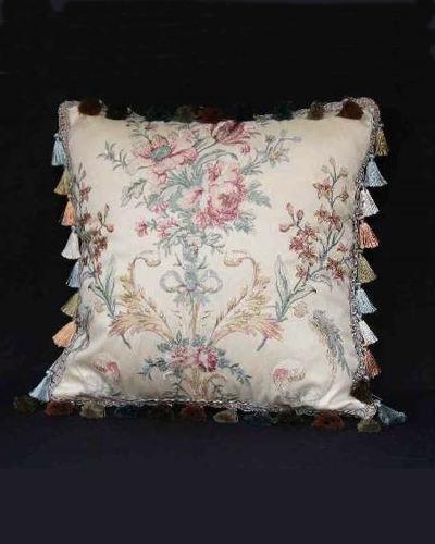 エレガントで上品な印象のクラシカルなクッション(Petit Trianon) 布張り ファブリック ジェニファーテイラー インテリア デザイン エレガント