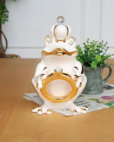 指輪を持ったカエルが素敵なイタリアの置物(ベージュ/ゴールド) オブジェ 蛙 お洒落 輸入 インテリア デザイン クリスタル 豪華 高級 飾り 陶器