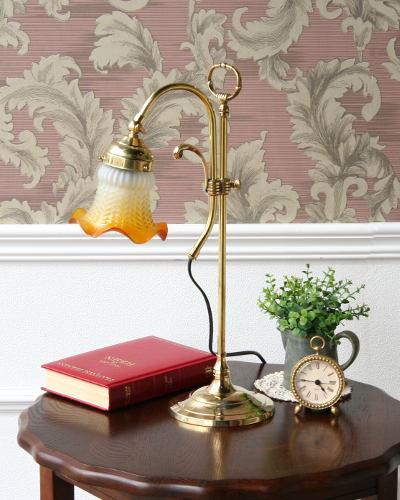 大割引 ガラスシェードの真鍮製デスクランプ(イタリア製) テーブルランプ 照明 照明 輸入 お洒落 ゴールド ヨーロピアン インテリア ゴールド デザイン デザイン 卓上 寝室 リビング 40W, セラチョウ:79f70498 --- totem-info.com