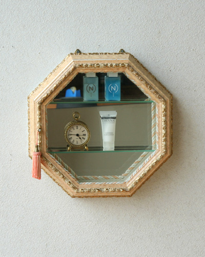 八角形のお洒落なディスプレイケース(イタリア/サーモンピンク) ヨーロピアン コレクション 飾り ガラスケース ウォール インテリア 壁掛け 便利 デザイン