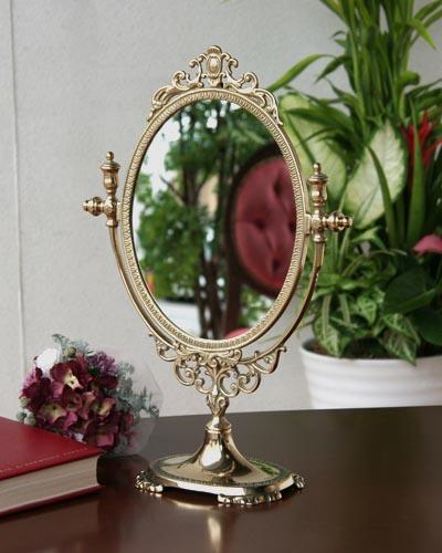 真鍮が高級感のあるゴージャスなイタリアの卓上ミラー クラシック デコラティブ 高級 ゴールド 豪華 彫り ヨーロッパ ロココ お洒落 可愛い