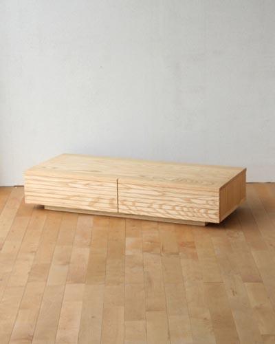 スリットデザインがクールでかっこいいリビングのローテーブル