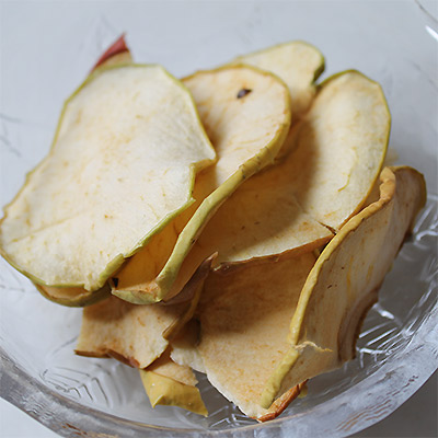 ドライりんご90g(30g×3)手作り 無添加です。 国産 (青森県産)りんご使用 ドライフルーツ 砂糖不使用 添加物不使用 甘酸っぱいりんごの味が凝縮した美味しさをどうぞ【ネコポス便 代引き不可・着日指定不可】