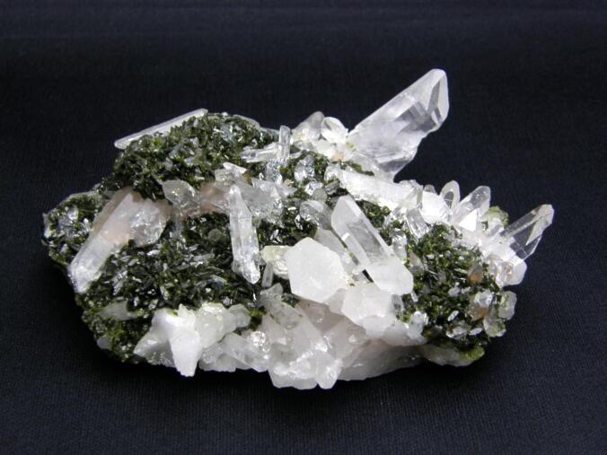 共生クラスター エピドート付き水晶クラスター NO.2 緑れん石 現品 送料無料 天然石 パワーストーン