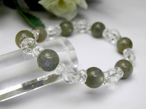 ラブラドライト10mmと水晶64面カットのパワーストーンのブレスレット メンズ/レディース 天然石の数珠(腕輪念珠) ブレスレット ギフトにも最適 ペア使用も 厄除け/お守り