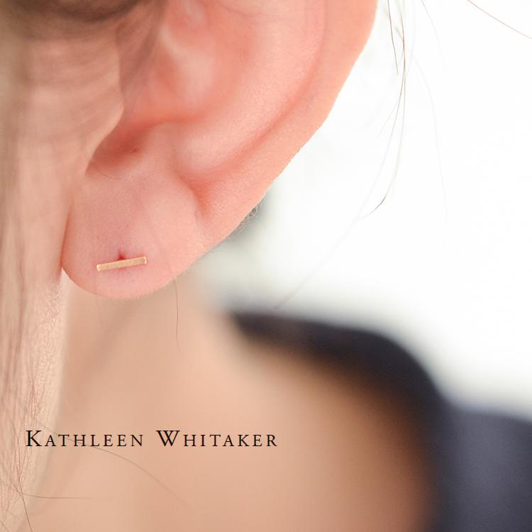 Kathleen Whitaker Gold Short Earrings Staple Earring P St 01 Sn