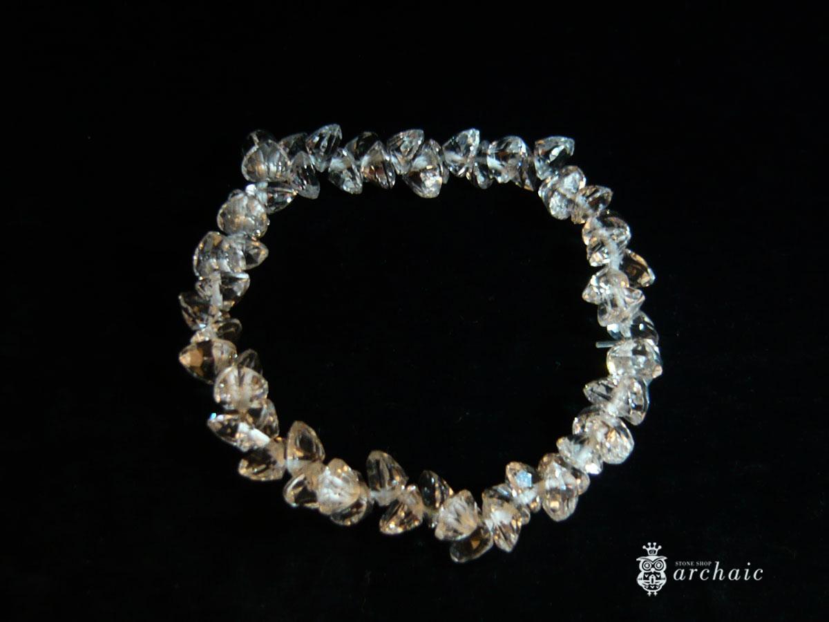 水晶のハートカットブレス