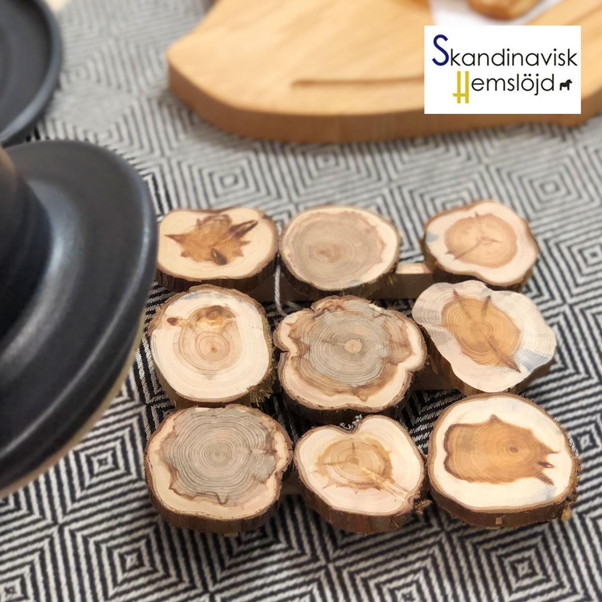 大幅値下げランキング Skandinavisk.H スカンジナヴィスク 木製鍋敷き おしゃれな北欧食器 職人の手作り スウェーデン 天然木 キッチン雑貨 毎日がバーゲンセール プレゼント ポットホルダー 北欧カトラリー シンプルで美しいデザイン ナチュラルなキッチン雑貨はプレゼントやギフトにも人気