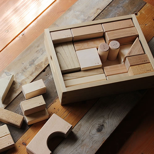 【オークヴィレッジ 寄木の積木 木箱入り】つみき 木 無垢材 無塗装 出産祝い ラッピング■ あす楽■ ラッピング無料