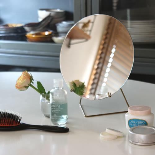 ワイヤーに鏡をのせるだけのシンプルで美しい卓上ミラー フレームもないのでとても軽量ですっきりとしたデザインです MOEBE デポー 賜物 MIRROR 20cm 北欧 ミラー シンプル ラッピング無料 ギフト■ 卓上ミラー 鏡 ムーベ