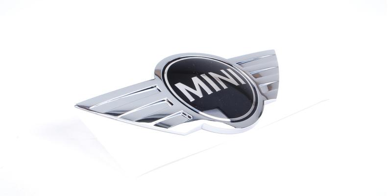 BMW MINI純正部品 品質保証のドイツ直輸入品 ドイツ直輸入 R50 R52 R53 R56 R57 F55 F57 R58-R61除く 51147026186 セール 登場から人気沸騰 F56 R55 リアエンブレム 倉庫 全車種