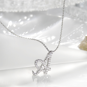 K18WG 0.2ctUP ダイヤモンド イニシャル ネックレス 【送料無料】【品質保証書】【代引手数料無料】【ラッピング済み】