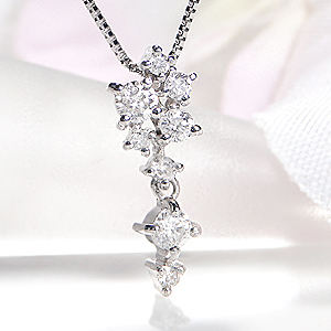 Pt900 ダイヤモンド ペンダントジュエリー アクセサリー ネックレス ダイヤ ペンダント ダイヤモンド ダイア ダイヤ ネックレス プラチナ 揺れる 人気 PT900 送料無料 品質保証書 代引手数料無料 プレゼント ラッピング済み