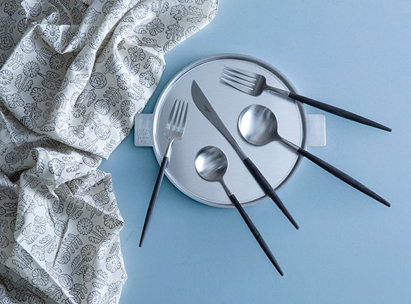 セットアップ 約一世紀愛されるブランドCutipol クチポール 驚きの使い心地…華やかでセンスあふれる食卓に ポルトガルのテーブルウェア ディナーナイフ Cutipol GOA 上質