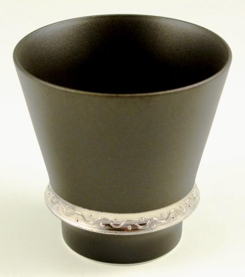 持ちやすさとおいしさの秘密はリングにあります 有田焼 匠の蔵 OUTLET SALE 至高の焼酎グラス 実物 錦右エ門 いぶし銀
