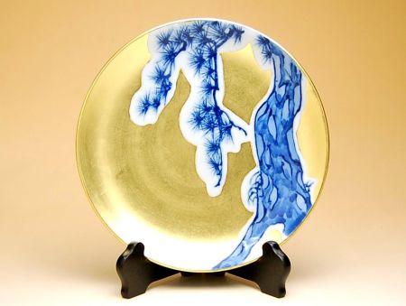 【有田焼・波佐見焼】金襴手(金箔)松 6寸飾皿(皿立 / 木箱付)【あす楽対応商品】(月~土)※13時までのご注文で翌日お届けが可能です