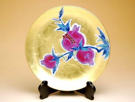 【有田焼・波佐見焼】金襴手(金箔)石榴 6寸飾皿(皿立 / 木箱付)【あす楽対応商品】(月~土)※13時までのご注文で翌日お届けが可能です