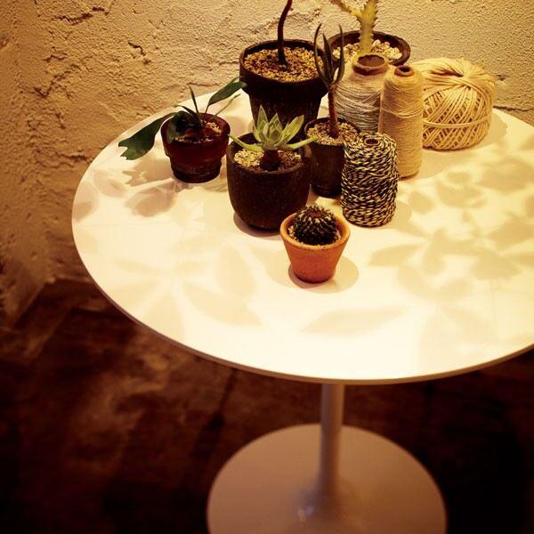 ダイニングテーブル 一本脚 1本脚 カフェテーブル 丸テーブル 円形 2人用 二人 二人用 木製 ラウンドテーブル 丸型 カフェ テーブル ホワイト 白 机 おしゃれ 日本製 西海岸風 モダン 食卓テーブル 高さ70cm ミッドセンチュリー 約幅80cm 約奥行80cm 約高さ70cm