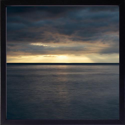 【絵画 アートパネル 壁掛け 専門店】アートフレーム/アートポスター ダグ・チナリー Dark Dawn(アートパネル アートフレーム アートポスター 北欧 絵画 インテリア ポスター 壁掛け)【0824カード分割】