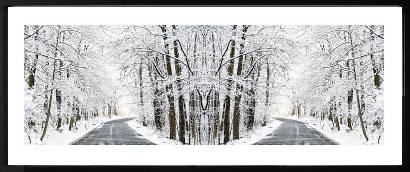 【絵画 アートパネル 壁掛け 専門店】アートフレーム/アートポスター エリン・クラークTwo Roads Diverged in a Snowy Wood(アートパネル アートフレーム アートポスター 絵画 インテリア ポスター 壁掛け)【0824カード分割】