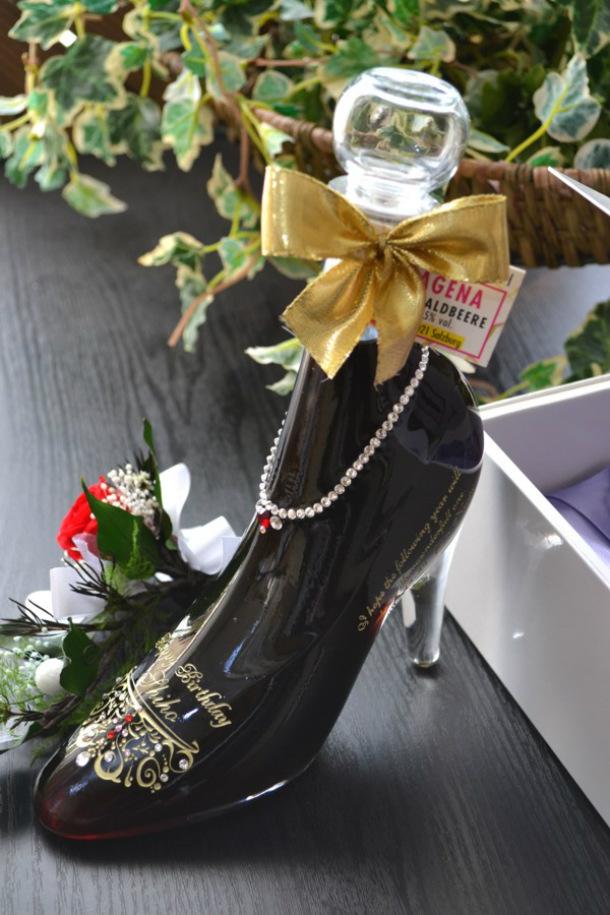 シンデレラシューレッド カシス 誕生日プレゼント名入れ 彫刻 スワロフスキーデコ仕上げ!ブリザーブドフラワー付き 彫刻ボトル 名入れボトル ガラスの靴 リキュール シンデレラシュー名入れ