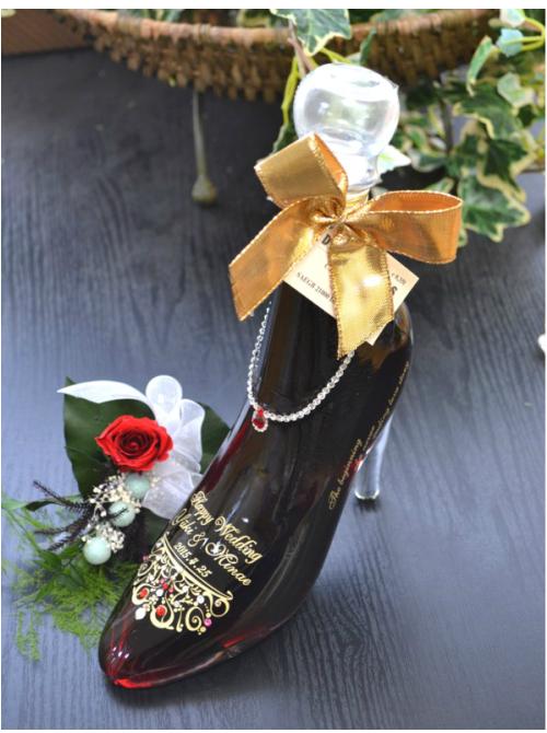 シンデレラシューレッド カシス 結婚祝い 名入れ ボトル 新郎新婦様名と記念日をボトルへ彫刻!スワロフスキーデコ仕上げ!ブリザーブドフラワー付き 送料無料