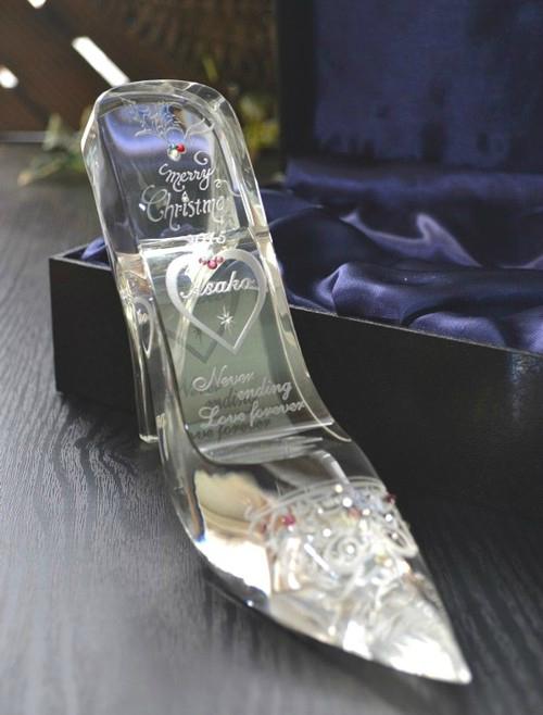 クリスマスプレゼント シンデレラのガラスの靴!ガラスの靴に名入れ記念日を彫刻 ガラスの靴名入れ彫刻プレゼント 送料無料