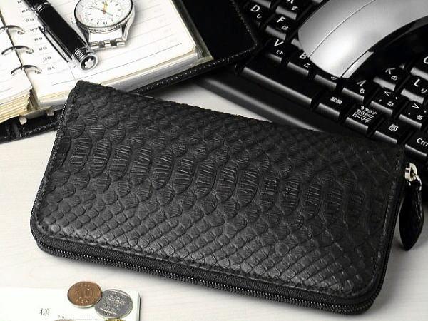 【ビジネスシーンもOK】本革 パイソン(ヘビ革) ラウンドファスナー 長財布ブラック(黒)