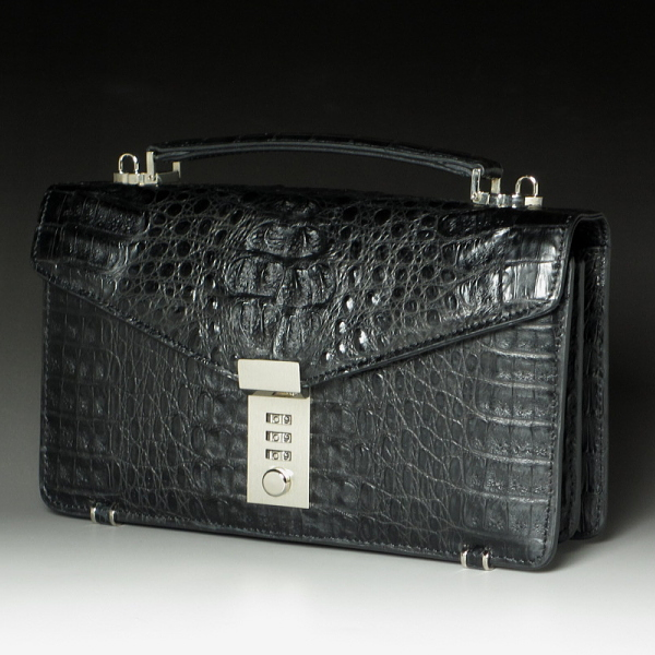 荒々しさの中のエレガントさ 本革 ALLカイマンクロコダイル セカンドバッグ 長財布機能付 ブラック 黒