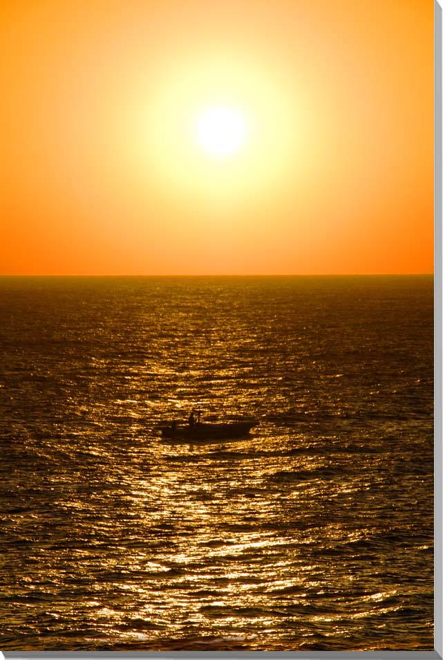 プレゼント ギフト お祝い 返礼品 記念品 賞品 結婚 新築 誕生日 記念日 風景写真ポスター 沖縄 爆買い送料無料 インテリア psdaito-3 リビング ロビー 北大東島 オフィス 模様替え 倉庫 ダイニング 雰囲気作り 海に沈む夕日と漁船