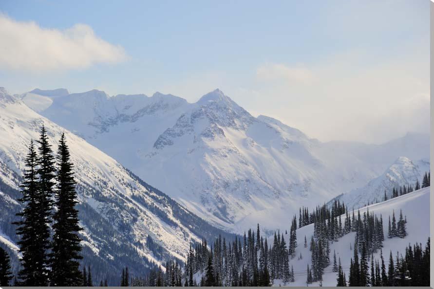 カナダ・ウィスラーの雪山 風景写真パネル 80.3×53cm AUR-36-M25退職祝い 還暦祝い 古希祝いなどに喜ばれます。新築祝い 引っ越し祝い結婚祝いなどのプレゼントなどにも。