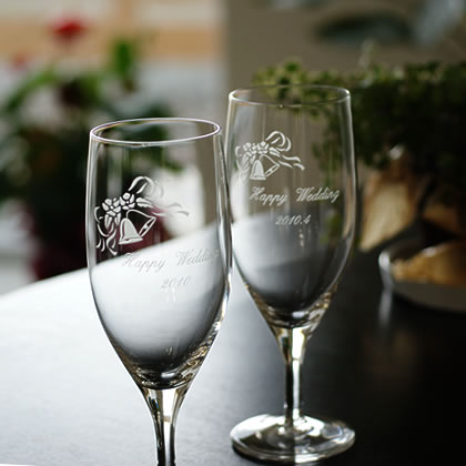 【名入れ無料】ビールグラス結婚祝いの贈り物にビアグラスセット。(ウェディングベル柄)新郎と新婦の名前入りなら一生の宝になるプレゼント【楽ギフ_包装選択】【楽ギフ_メッセ入力】【楽ギフ_名入れ】
