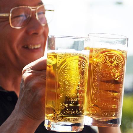 【名入れ】大人の風格。ビールジョッキ(ジョッキ専用柄)ペア【父の日2019】【ガラスの贈り物 記念品 オリジナルギフト プレゼント エッチング 刻印 彫刻 おしゃれ オシャレ お洒落 ビール お父さん 上司 夫 お誕生日 退職祝い 退官祝い】